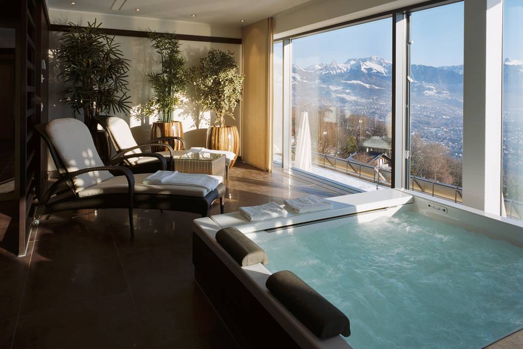 Givenchy Spa Mirador, Switzerland
